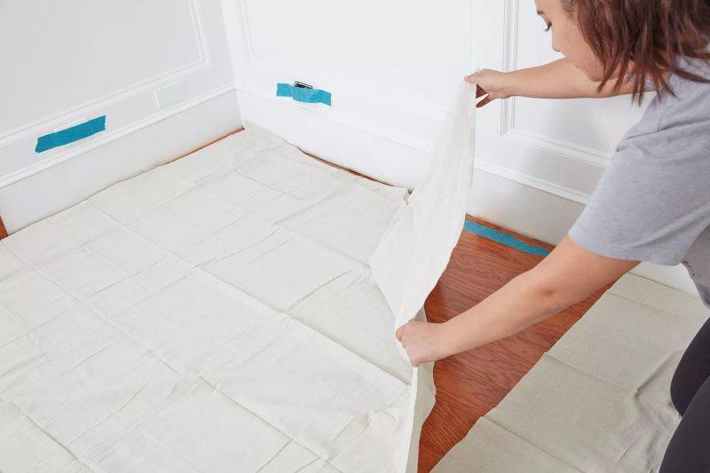 Trải vải xuống trước khi sơn