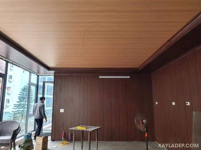 25   Mẫu trần nhựa pvc giả gỗ thiết kế đơn giản sử dụng phối màu đơn sắc