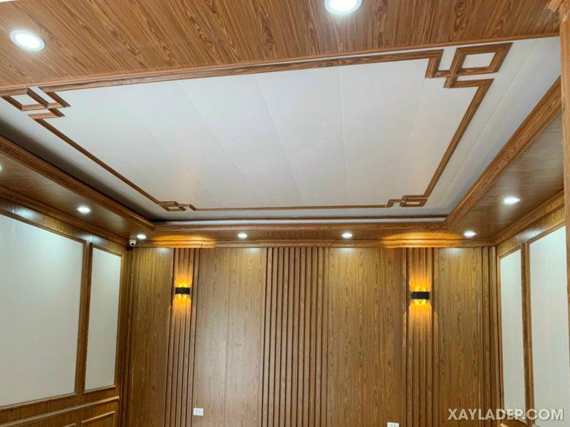 37   Cái nhìn toàn cảnh một phòng ngủ sử dụng tấm ốp tường và trần giả gỗ