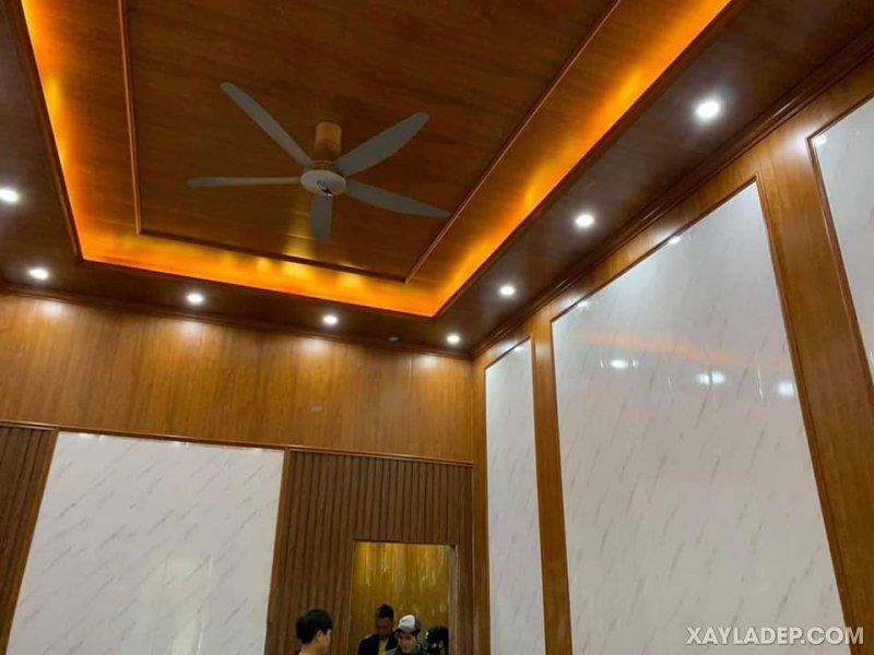 13   la phông nhựa giả gỗ kết hợp ốp tường vân gỗ cao cấp