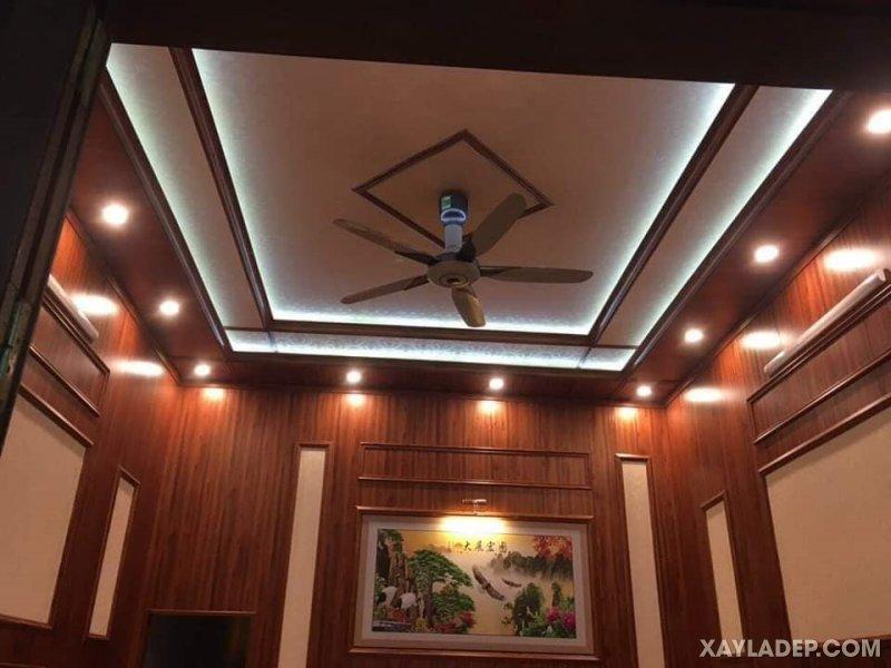11   Hình ảnh trần nhựa giả gỗ giật 2 cấp kết hợp đèn hắt và led âm trần