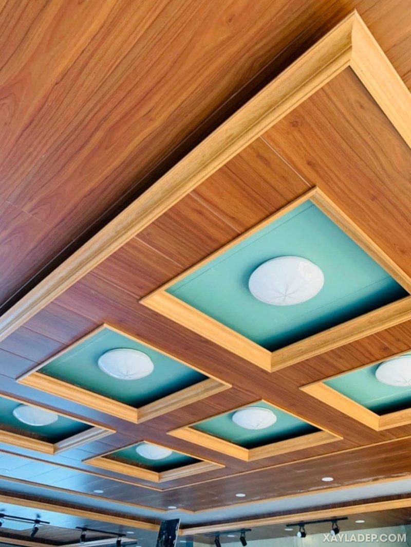 10   trần la phông nhựa giả gỗ sử dụng 2 tông màu
