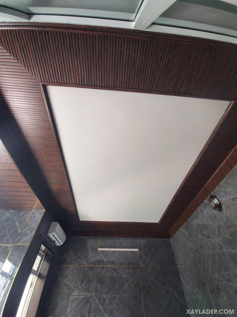 02   Mẫu trần nhựa vân gỗ kết hợp nhựa PVC trắng trong phòng ngủ