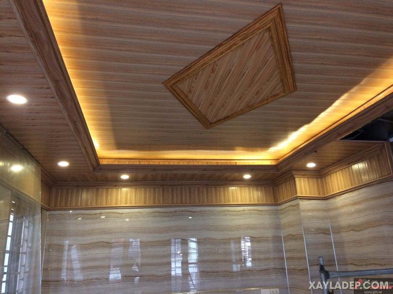 35   Một hình thoi làm trung tâm của trần nhà với nhựa vân gỗ