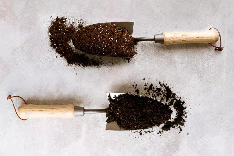 ảnh chụp gần cho thấy kết cấu của Đất Potting Soil và Potting Mix