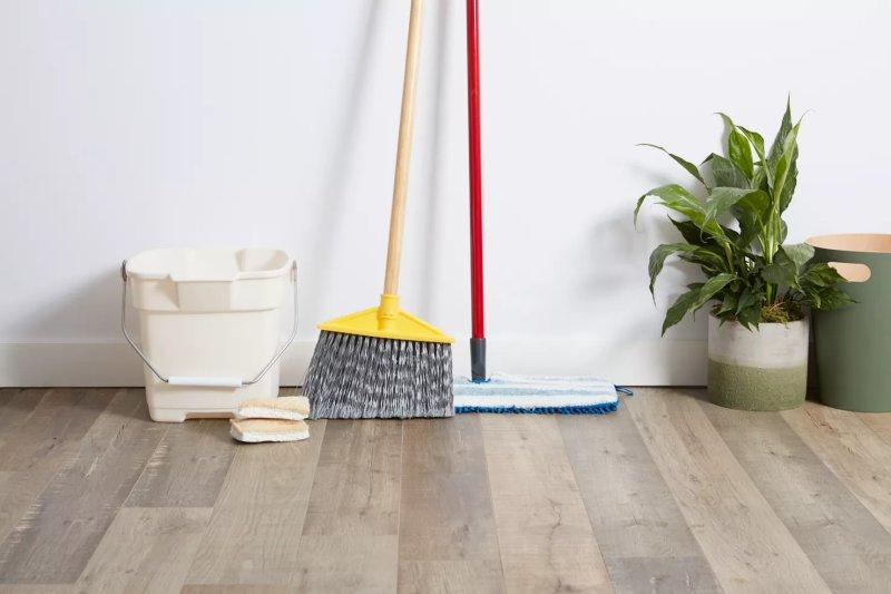 Vật tư vệ sinh cho sàn gỗ