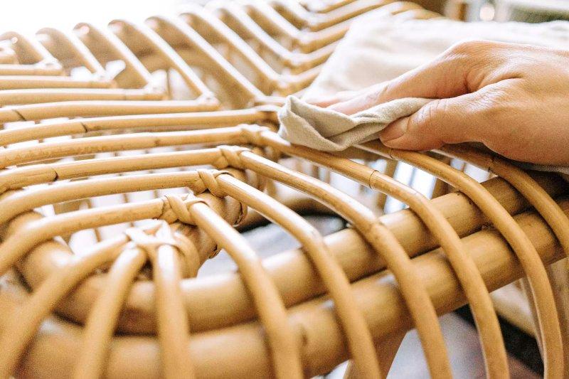 xà phòng castile được sử dụng để làm sạch đồ nội thất bằng gỗ